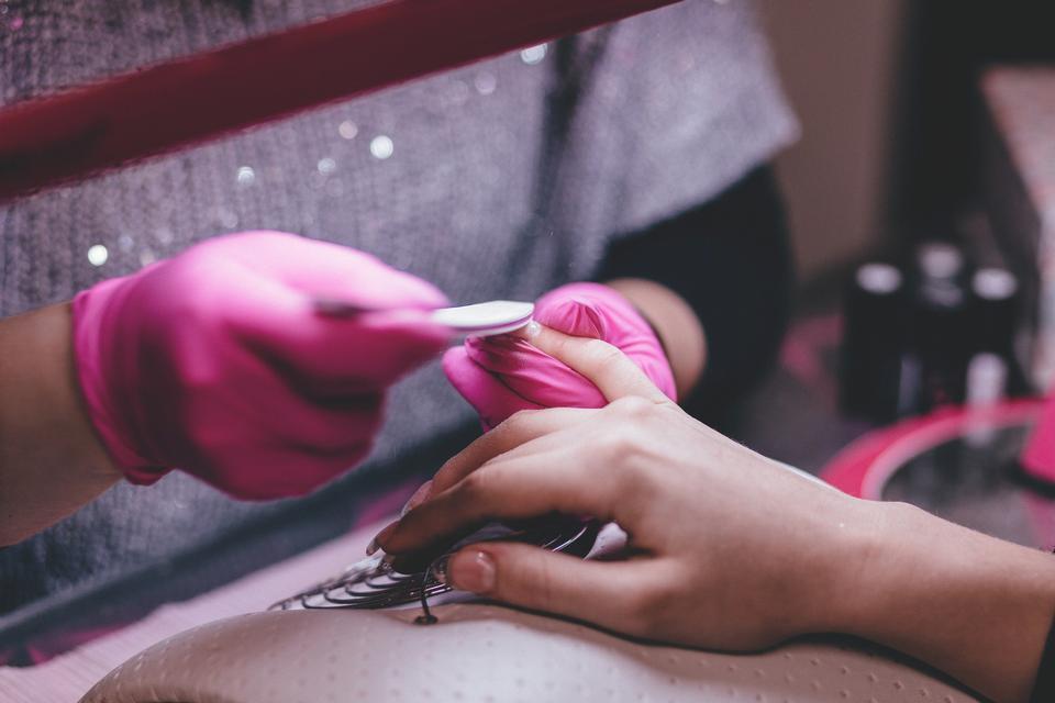 Jakie manicure nadaje się najlepiej do pracy w biurze